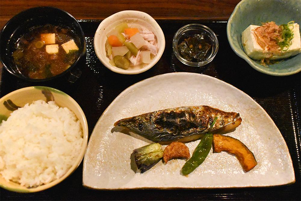 本日の焼き魚定食 写真の焼き魚は「さわらの若狭焼き1,800円」